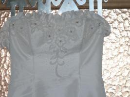 Hochzeitskleid ohne Reifrock, Schulterfrei mit Stola