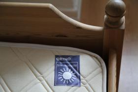 Foto 2 Holzbett aus Kiefer ca. 90x190 cm  mit Federholzrahmen ''Cortina'' und Matraze