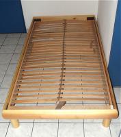 Holzbett mit Lattenrost