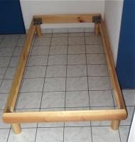 Foto 2 Holzbett mit Lattenrost