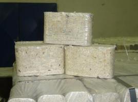 Holzbriketts eine Tonne für 95 Euro aus Olomouc – CZ, Verpackungen 100 PET- Beutel á 10 kg. (ganze LKW ist 24 tonnen)