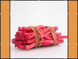 Holzbündel in Rot