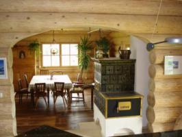 Foto 2 Holzhaus aus Rundbohlen