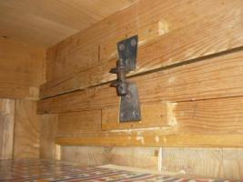 Foto 4 Holzkleiderschrank mit dem Spiegel