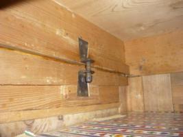 Foto 5 Holzkleiderschrank mit dem Spiegel