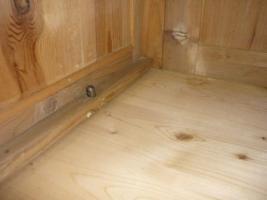 Foto 6 Holzkleiderschrank mit dem Spiegel
