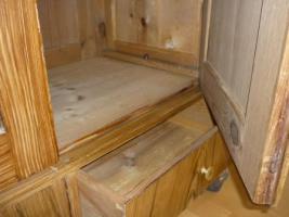 Foto 9 Holzkleiderschrank mit dem Spiegel