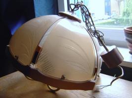 Holzlampe mit Kettenaufhängung