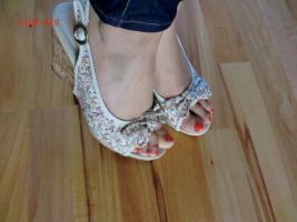 Foto 3 Hosen Kleider Pullis Röcke Tops Schuhe ab 1€!!
