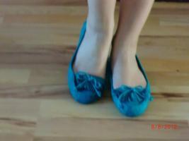 Foto 14 Hosen Kleider Pullis Röcke Tops Schuhe ab 1€!!