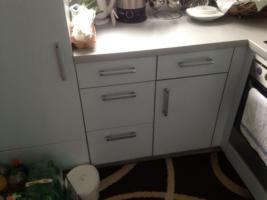 Hübsche Einbauküche mit Kühlschrank + Tiefkühlschrank