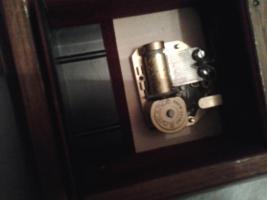 Foto 2 Hummelspieluhr