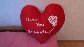 I LOVE YOU SO MUCH HERZKISSEN MIT ROSE