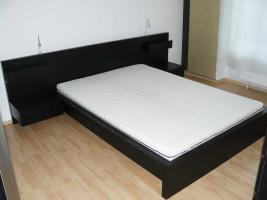 ikea malm komplett bett 140 x 200 ablagetische. Black Bedroom Furniture Sets. Home Design Ideas