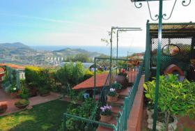 Foto 8 IM134 Imperia Porto Maurizio  Traumvilla mit Garten und Pool mit tollem Meerblick