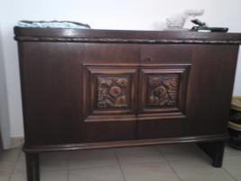 Ich habe einige alte Möbelstücke, Tepische Bilder und noch andere Sachen zu ferkaufen die sich in Frankfurt befinden.