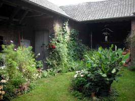 Foto 3 Idyllischer denkmalgeschützter Vierkanthof in waldrandnahem Dorf