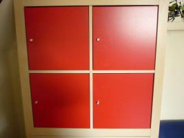 Foto 2 Ikea Expedit Birke 4 Fächer + 4 Türeinsätze in rot