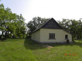 In Ungarn ein Bauernhaus ist zu verkaufen.