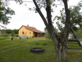 In Ungarn ein kleines, fertiges Bauernhaus ist zu verkaufen