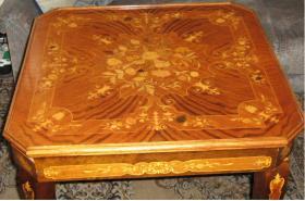 Foto 2 Intarsientisch mit mehreren Tischplatten (Abholpreis)