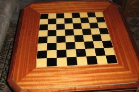 Foto 5 Intarsientisch mit mehreren Tischplatten (Abholpreis)