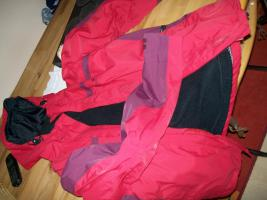 Foto 2 Jack Wolfskin Damenjacke rot mit herausnehmbaren Innenfleece schwarz