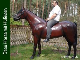 Jetzt aber ran ans Telefon und deko Pferd lebensgross mit Hufeisen bestellen… www.dekopferd.de