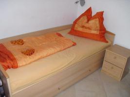 Jugendbett für 1 Person mit großem Schubkasten + Nachttisch