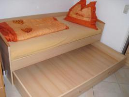Foto 2 Jugendbett für 1 Person mit großem Schubkasten + Nachttisch