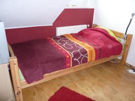 Jugendbett aus Kiefer