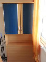 Jugendzimmer mit blauen Elementen