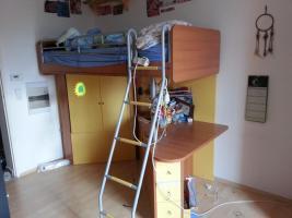 Foto 2 Jugendzimmer mit gelben Elementen