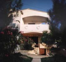 Foto 3 KROATIEN-ADRIA, Ferienhaus mit nur 2 Wohnung 150m vom Strand