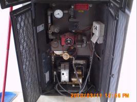 Foto 2 Kachelofen mit Öl-Brenner Tanks und Eckerle Öl-Pumpe