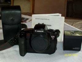 Kamera von Canon EOS 5 analog, mit Speedlide 430 EZ Plitz und Bedienungsanleitung