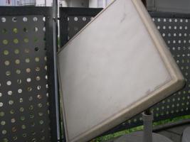 Kathrein-Flachsatellitenspiegel mit Reciver