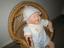 Foto 3 Kathy Hippensteel Künstlerpuppe ''Babypuppe mit Wurm''