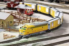 Kaufe Sammlungen in jeder Größe und Menge, Modell-Eisenbahnen-Autos, Blechspielzeug...