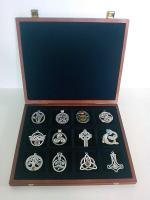 Keltische Amulette in Holzschatulle