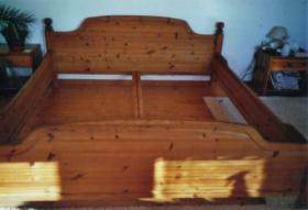 Kieferbettgestell-Massiv