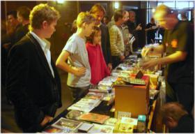 Foto 2 Kinder mögen Harry Potter, darum zum Kindergeburtstag einen Zauberkurs in der www.kinder-zauberschule.com . Tolle Kinderzauberkurse in Ihrer Nähe, ... wir vermitteln auch Kinderzauberer in NRW.Tolle Zauberkurse in der Zauberschule.
