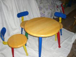 Kindertisch und 3 Stühle