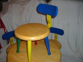 Foto 2 Kindertisch und 3 Stühle