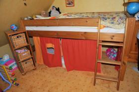 Kinderzimmer mit Eckschrank, Hochbett & Kommode Kiefer massiv