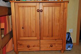 Foto 2 Kinderzimmer mit Eckschrank, Hochbett & Kommode Kiefer massiv