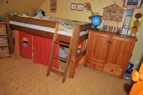 Foto 3 Kinderzimmer mit Eckschrank, Hochbett & Kommode Kiefer massiv