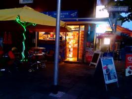Kiosk Imbiss Stehkaffe Zu Verkaufen mit Inventar und Ware