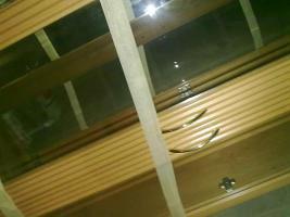 Foto 2 Kirschbaumregal, Riesenbett zum schlafen und sitzen und Ein Dreisitz mit Sesseln Gratis dazu!
