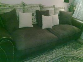 Foto 3 Kirschbaumregal, Riesenbett zum schlafen und sitzen und Ein Dreisitz mit Sesseln Gratis dazu!